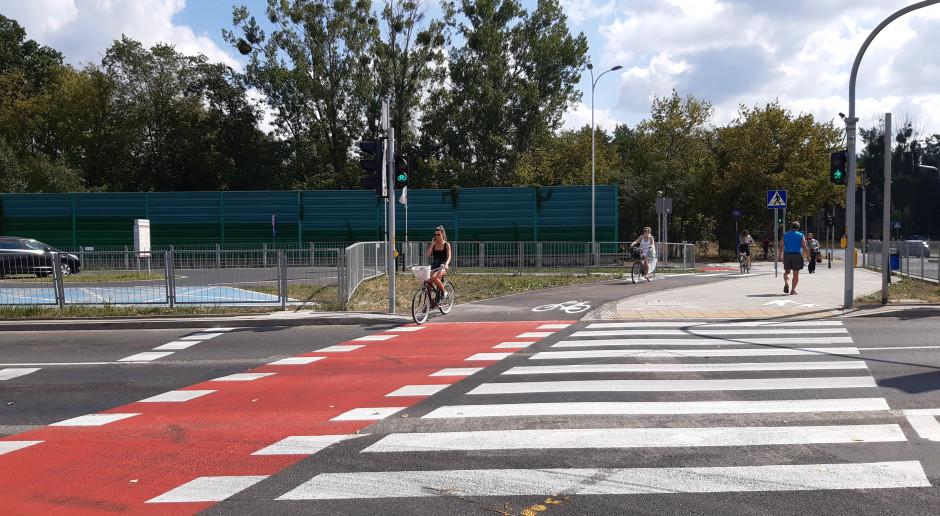Właściciele centrum handlowego sfinansowali nową ścieżkę rowerową, chodniki i przejścia dla pieszych