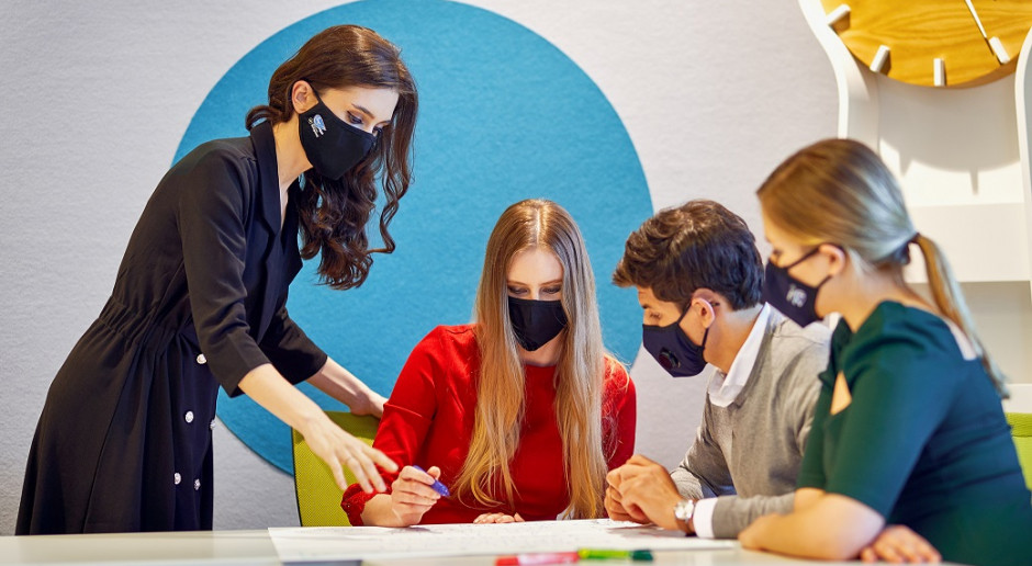 Design w dobie pandemii. Samoodkażające się maseczki pojawią się w Polsce
