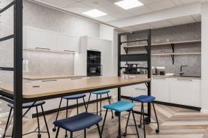 Nowe biuro dermatologicznego giganta w Warszawie. Jest nowocześnie, przyjaźnie i... wygodnie