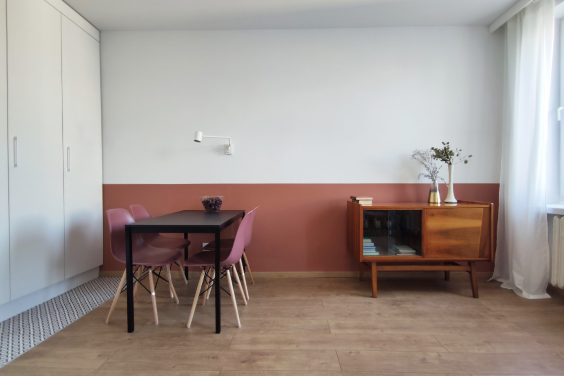 Wnętrze na wynajem. Architekt postawiła na estetykę Bauhausu