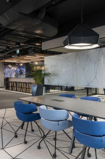 Niezwykły projekt siedziby Universal-Investment w Krakowie. Jest elegancko i energetycznie