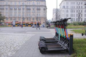 Nowe stacje ładowania hulajnóg w Warszawie