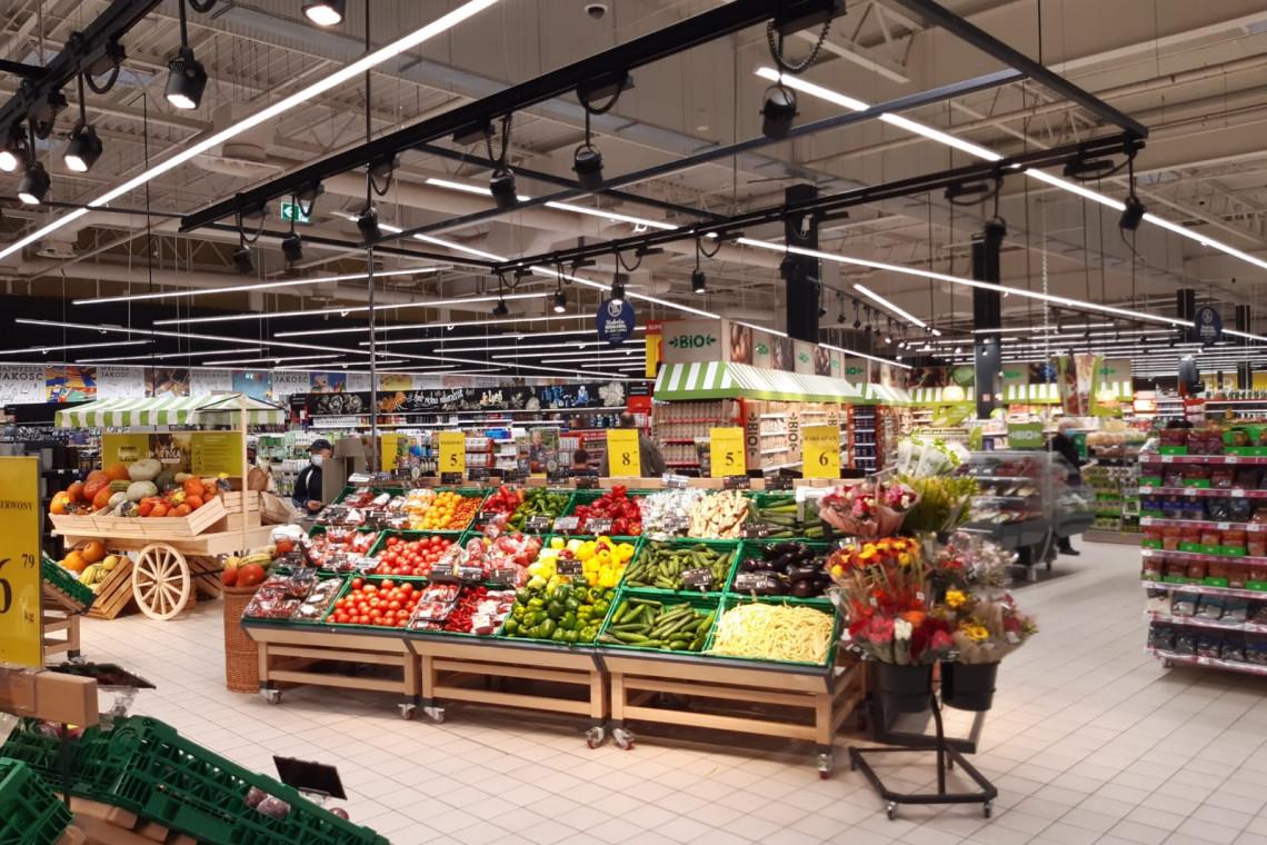 Znana sieć otwiera sklepy. We wnętrzach jest nowocześnie i bezpiecznie