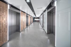 Twórcza adaptacja wnętrz wspólnych budynku North Gate