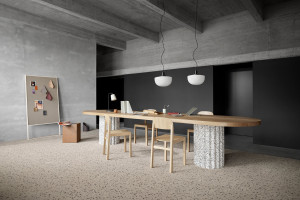 Fascynacja organicznymi powierzchniami i rękodziełem w nowej kolekcji płytek dywanowych