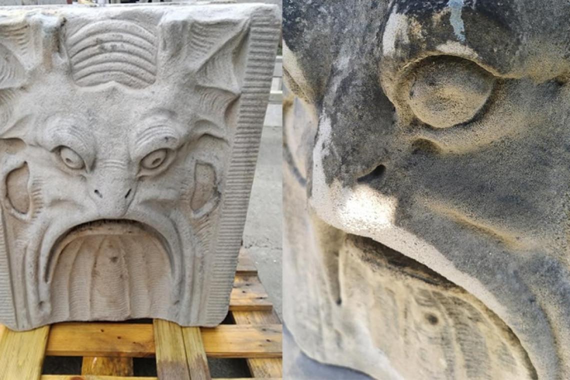 Remontowany most we Wrocławiu odkrywa zabytkowe maszkarony