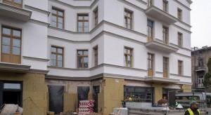Kolejna kamienica w Łodzi odzyskuje blask. Powstaje ryneczek, zielony skwer i pracownie artystyczne