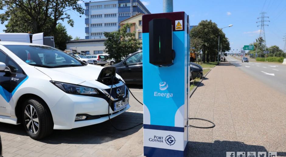 Mieszkańcy Gdyni naładują auto energią... z latarni