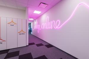 We wnętrzach tego biura główną rolę grają kolory