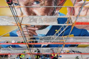 Kolorowe murale z Cezarym Pazurą we Wrocławiu i Gdańsku