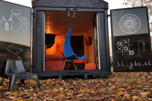 Biuro, domek rekreacyjny, a może azyl? Ten projekt to idealna propozycja na czas pandemii
