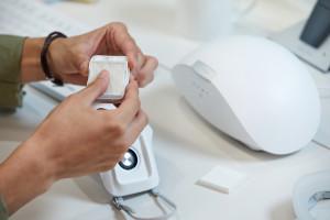 Maseczka-oczyszczacz powietrza trafia do sprzedaży