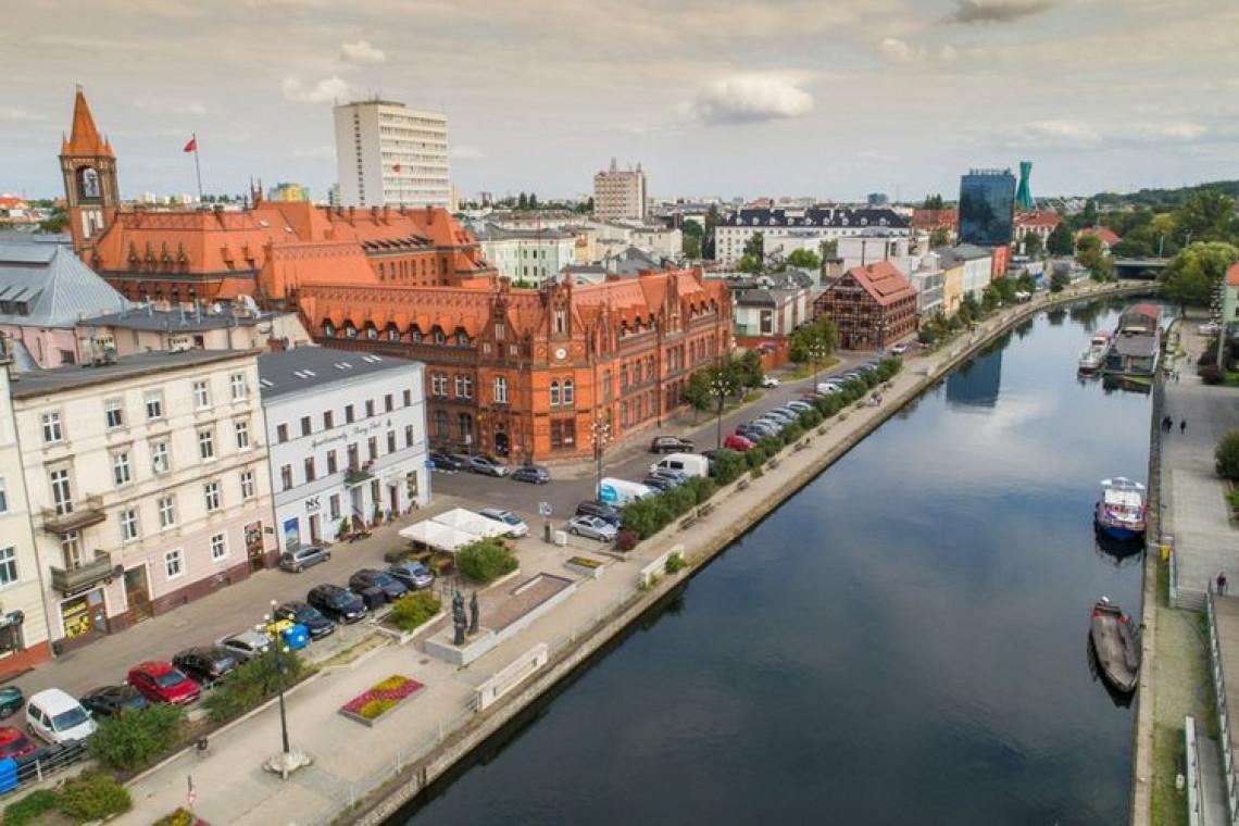 Pięknieje pierzeja na Starym Porcie w Bydgoszczy