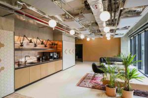 Motywy samochodowe i estetyka retro w nowym biurze Codelab i umlaut spod kreski MIXD