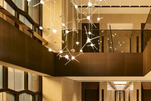 Elewacja tego budynku jest jak dzieło sztuki. To projekt Antonio Citterio i Patricii Viel