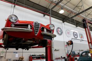Zaglądamy do odnowionych wnętrz słynnej pracowni renowacji zabytków motoryzacji