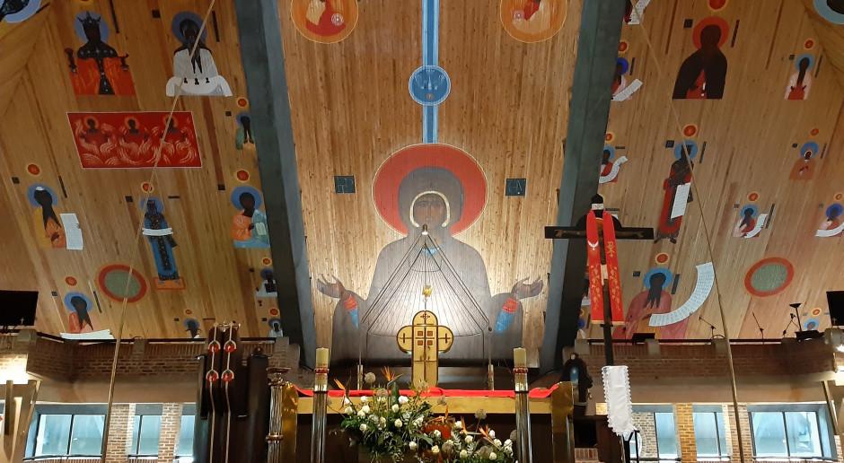 Znany malarz stworzył projekty polichromii do zabytkowej ikony architektury sakralnej. Teraz trafiły do muzeum