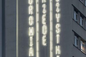 Wyjątkowy neon rozbłysł na Placu Kaszubskim w Gdyni