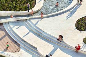 Historyczny plac miejski przemienili w nowoczesną przestrzeń z bonusem dla skateboardzistów