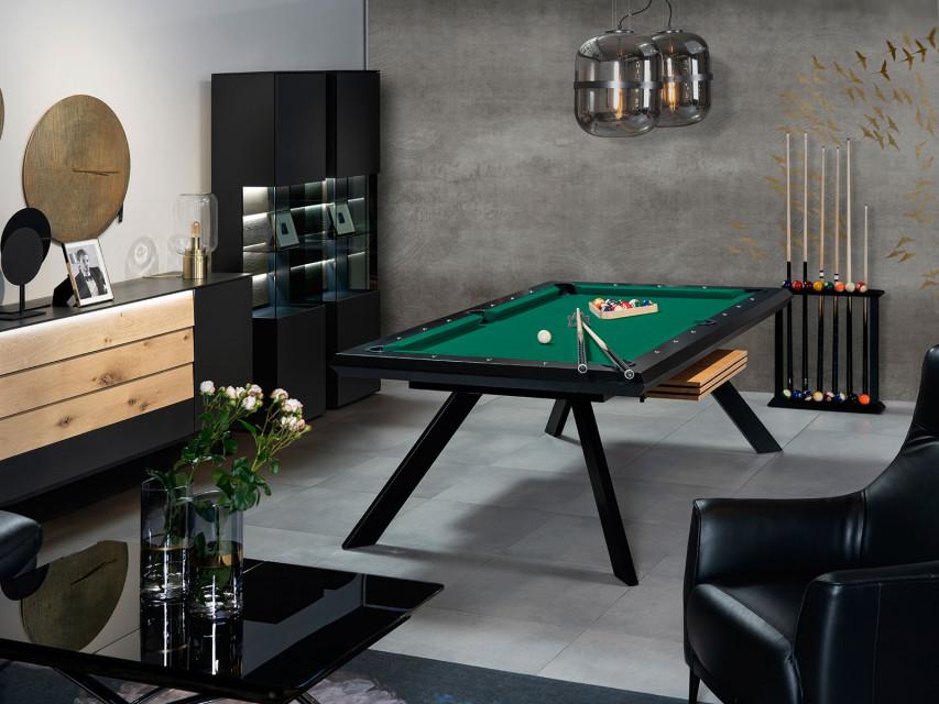 Stół o wielu funkcjach. Sprawdzi się w biurze i w domu