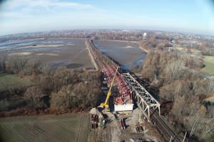 Widać już kolejowy most nad Wisłą
