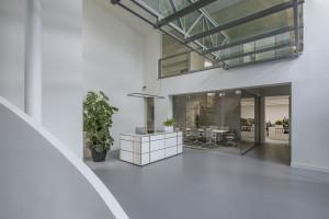Architekt tchnęła świeżość w aranżację biura z lat 90.