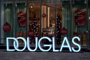 Złoto, biel i czerń: tak wygląda nowy koncept perfumerii Douglas w Sopocie