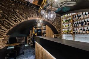 W piwnicy historycznej kamienicy powstała winiarnia z klimatem