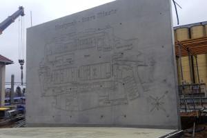 Dworzec w Olsztynku ozdobią dwa reliefy
