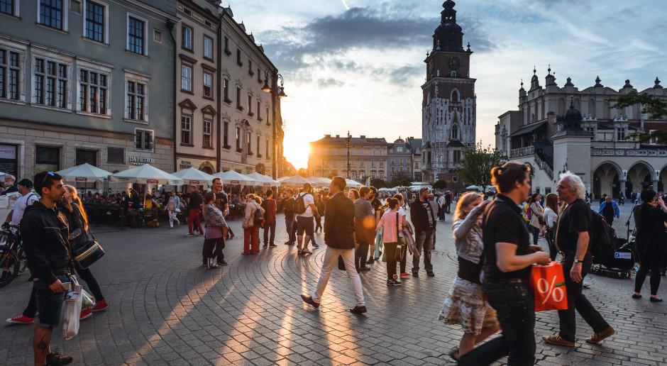 """""""Żywe pomniki"""" w tym roku nie stanęły na Kanoniczej w Krakowie"""