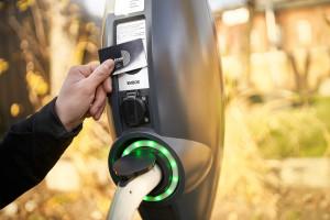 Stacja ładowania pojazdów elektrycznych zasilana instalacją fotowoltaiczną w Łodzi
