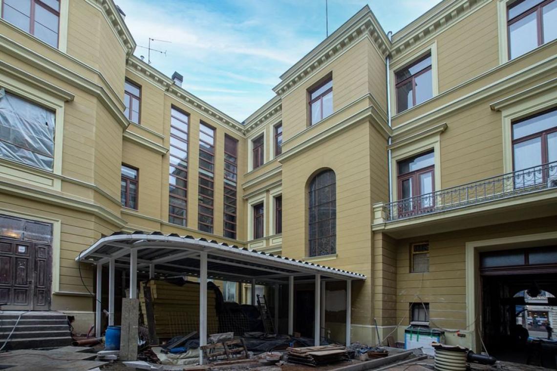 Pałac Maksymiliana Goldfedera odzyska zabytkowe zdobienia, polichromie i malowidła