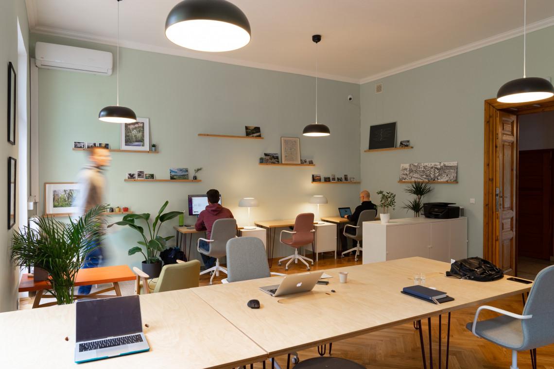 Well-being, hybrydowy model pracy, digitalizacja. Te trendy rządziły biurami w 2020 roku