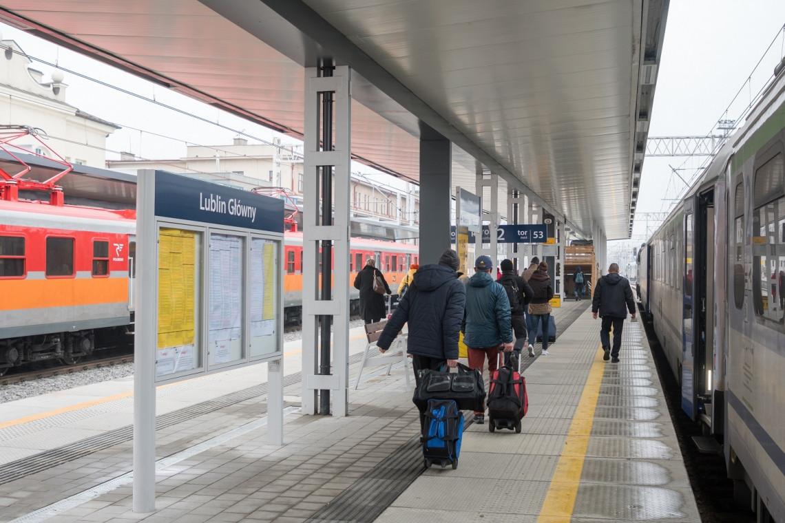 W Lublinie podróżni korzystają już z nowych peronów