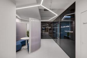 Recykling i biofilia w futurystycznym biurze firmy z branży nowych technologii