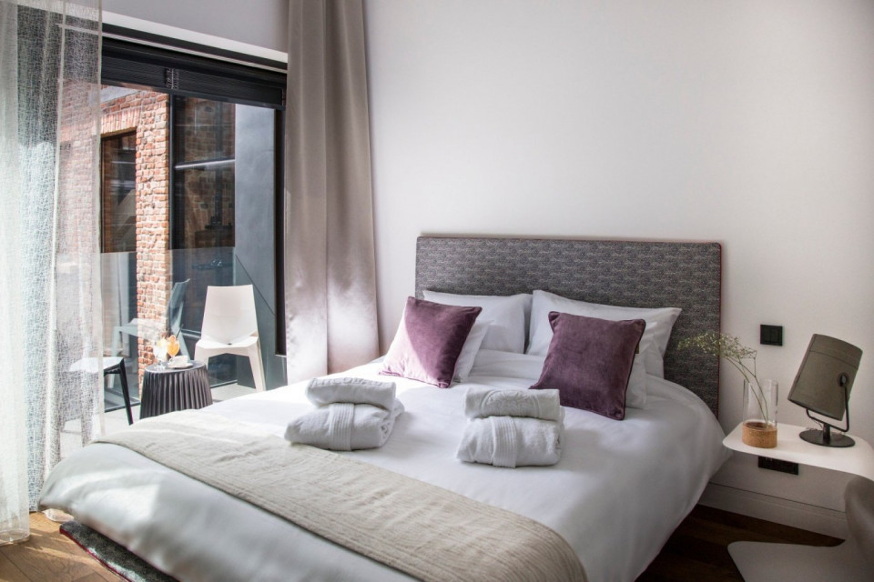 Hotelowe łóżka z akredytacją brytyjskiej rodziny królewskiej? Ta firma produkuje je od 5 pokoleń