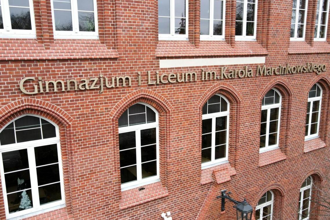 Zabytkowy gmach szkoły w Poznaniu odzyskuje blask