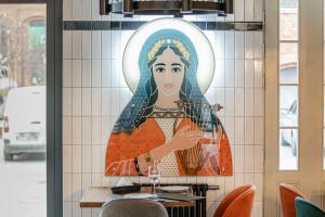 Włoska kuchnia i klimat gotyckich świątyń. Lokal w Łodzi spod kreski LSD.Studio