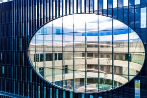 Architektura tego biurowca intryguje