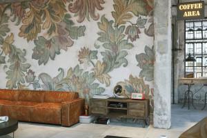 Starożytne tkaniny odkryte na nowo w kolekcji tapet włoskiej marki