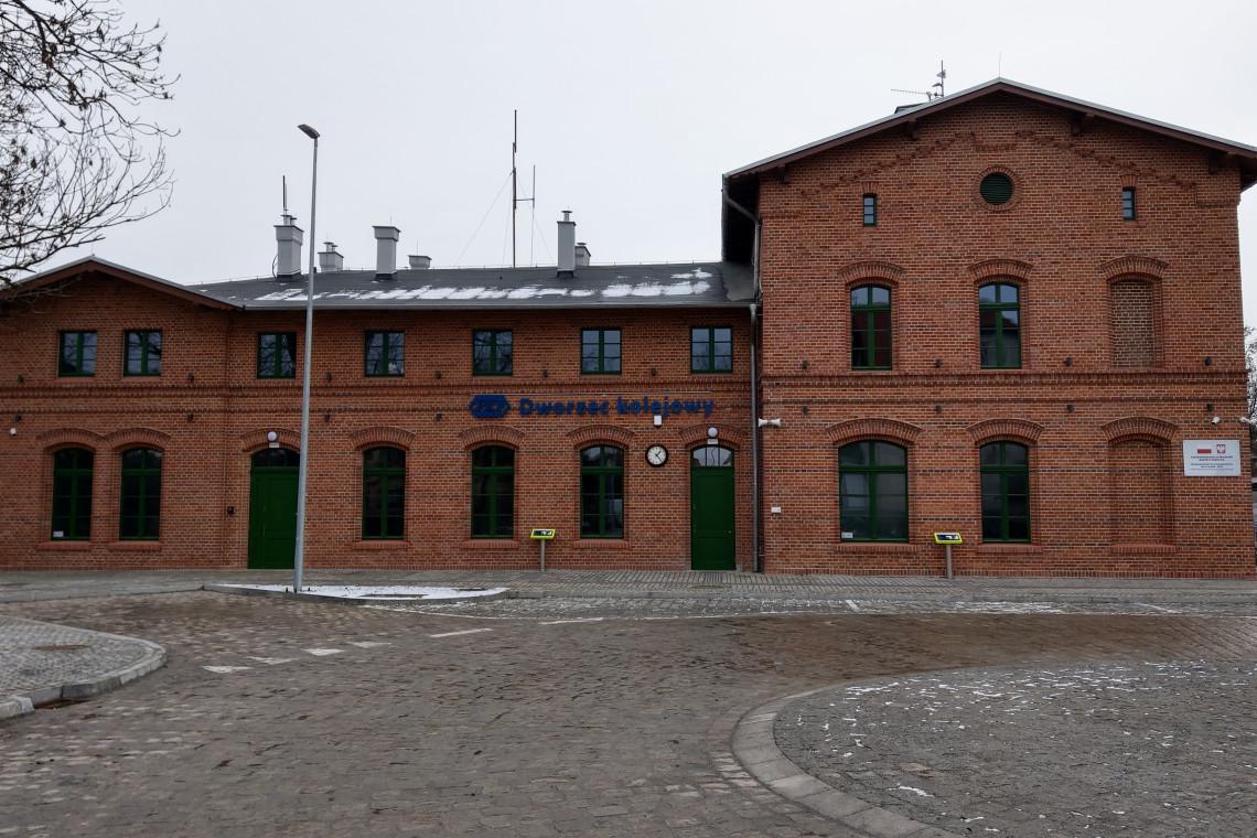 Dworce w Kątach Wrocławskich i Smolcu zyskały nowy blask