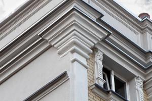 Fasada zabytkowej kamienicy odzyskała dawny blask