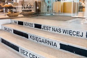 Kameralne miejsce w centrum Warszawy. Dom handlowy przy ul. Mysiej cechuje atmosfera slow shoppingu