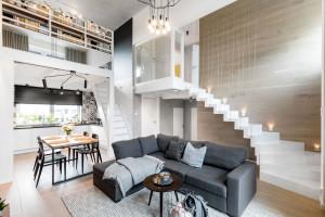 Wnętrze w stylu loft. Cegła, beton i drewno w projekcie spod kreski Moniki Staniec
