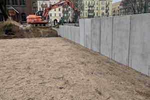 Nowe boisko szkoły muzycznej w Szczecinie. Trwają prace przy budowie
