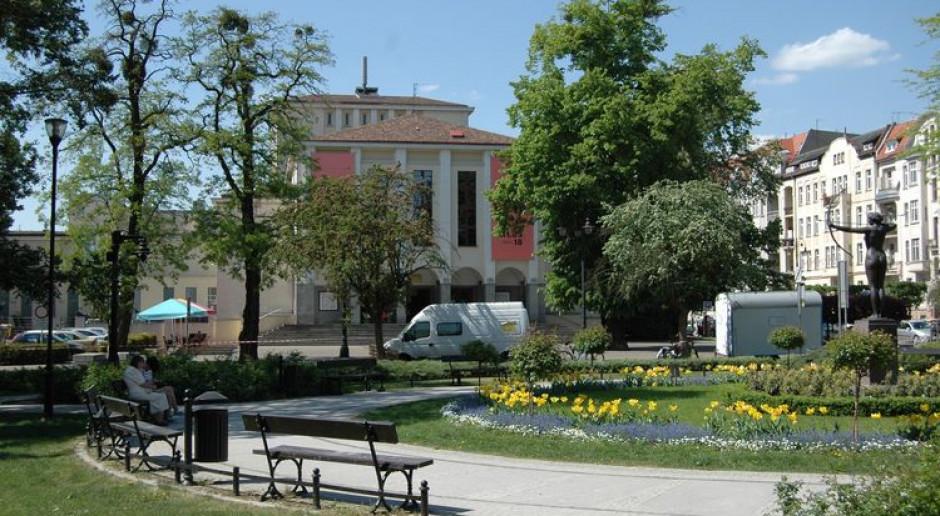 Bydgoszcz się zmienia. Kamienica z nową elewacją i pięknym ogrodem