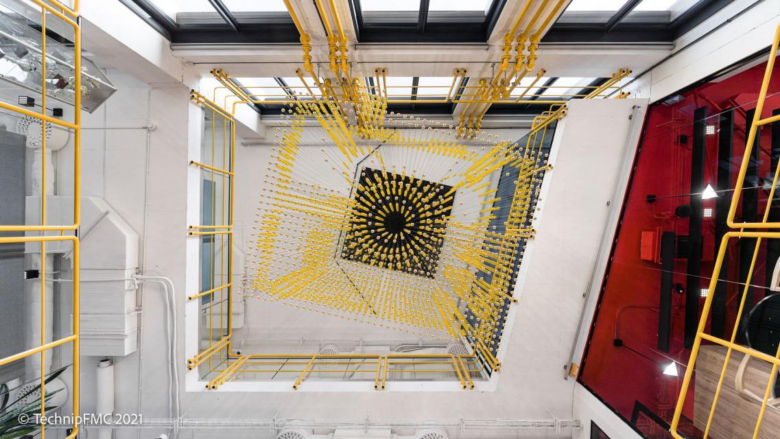 Techniczna przestrzeń na czterech piętrach. The Design Group zaprojektowali biuro dla globalnego giganta