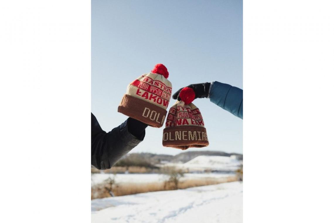 Gdańskie dzielnice promują się czapkami zaprojektowanymi przez lokalnych artystów