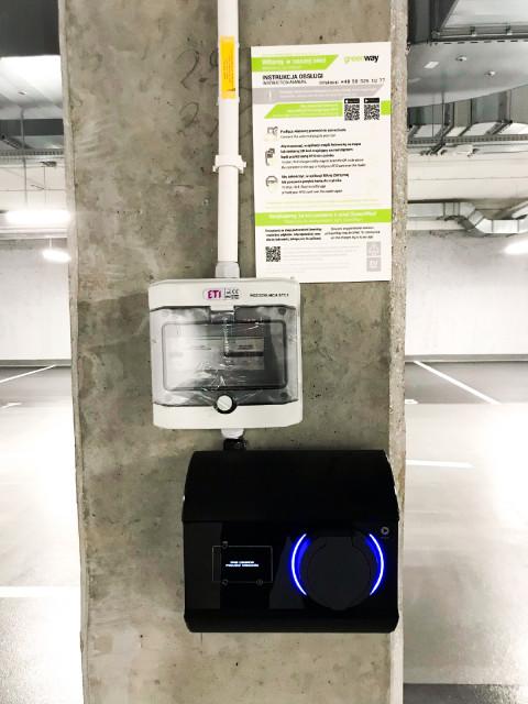 Biurowiec X20 z ładowarkami do samochodów elektrycznych