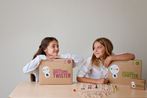 Twórcy mebli szkolnych z linoleum o swojej pracy i projekcie